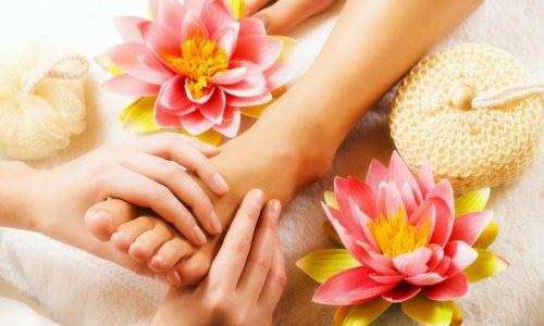 Come realizzare un rilassante massaggio ai piedi