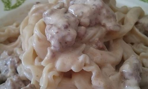 Ricciarelle con panna ai funghi porcini e salsiccia fresca