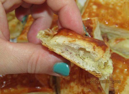 Rustici con crema di carciofi Novella, sottiletta e salsiccia