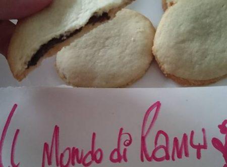 Le ricette di Ramy *** biscotti ripieni di crema alle nocciole