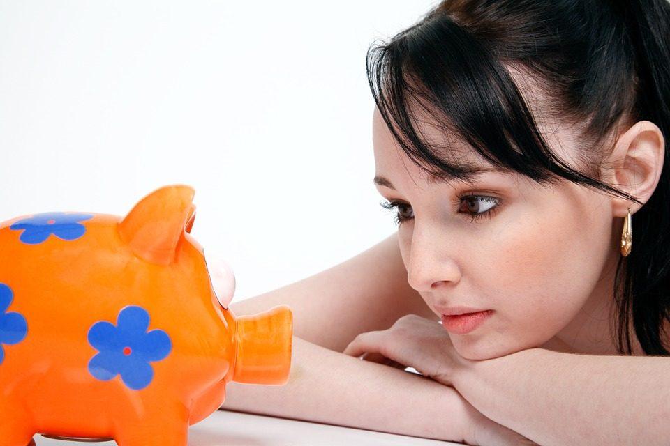 risparmiare, piccoli utilissimi consigli fai da te per non arrivare a fine mese con l'acqua alla gola e ritrovare il sorriso.
